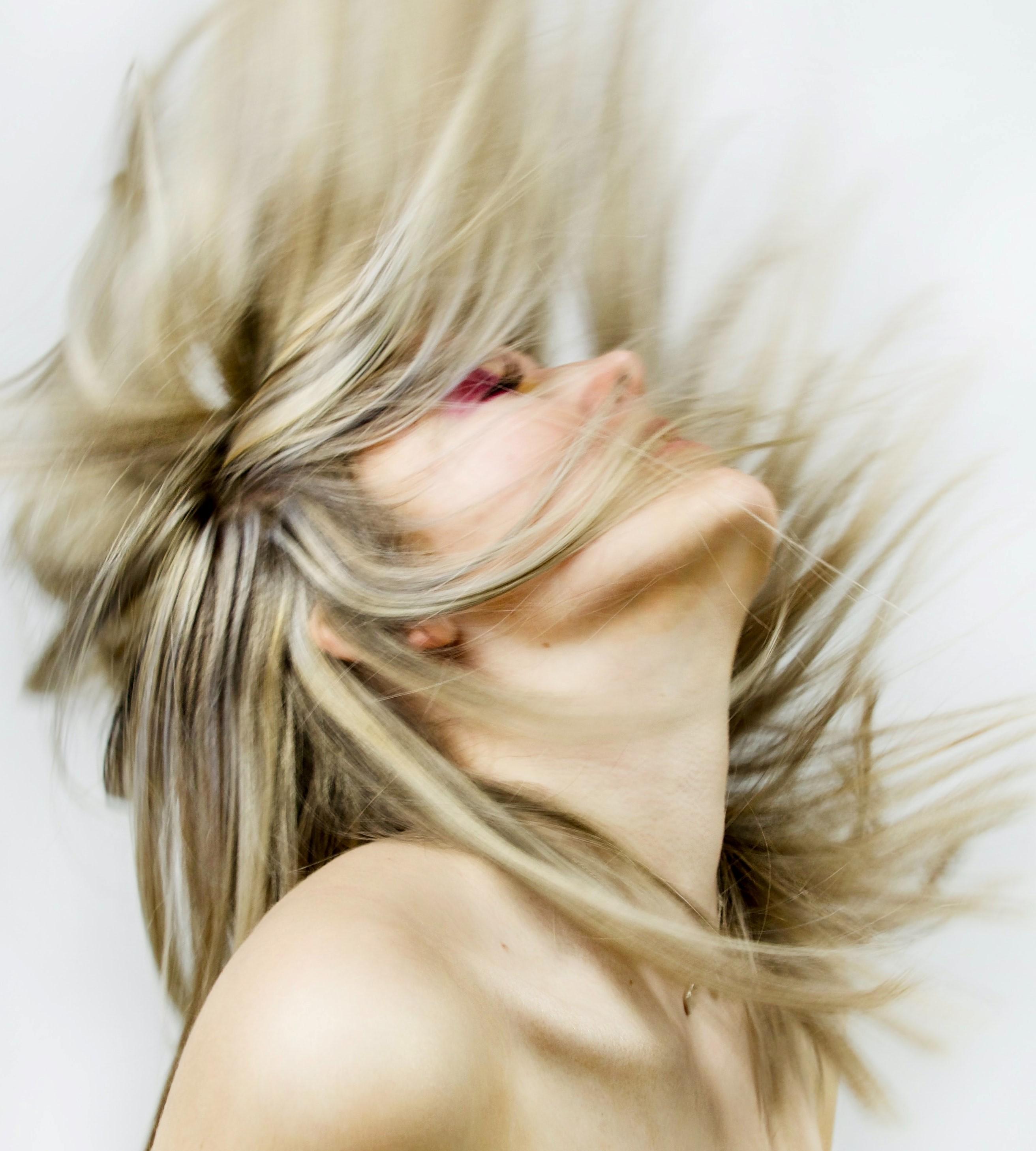 Melír + střih - polodlouhé vlasy - 1500 Kč