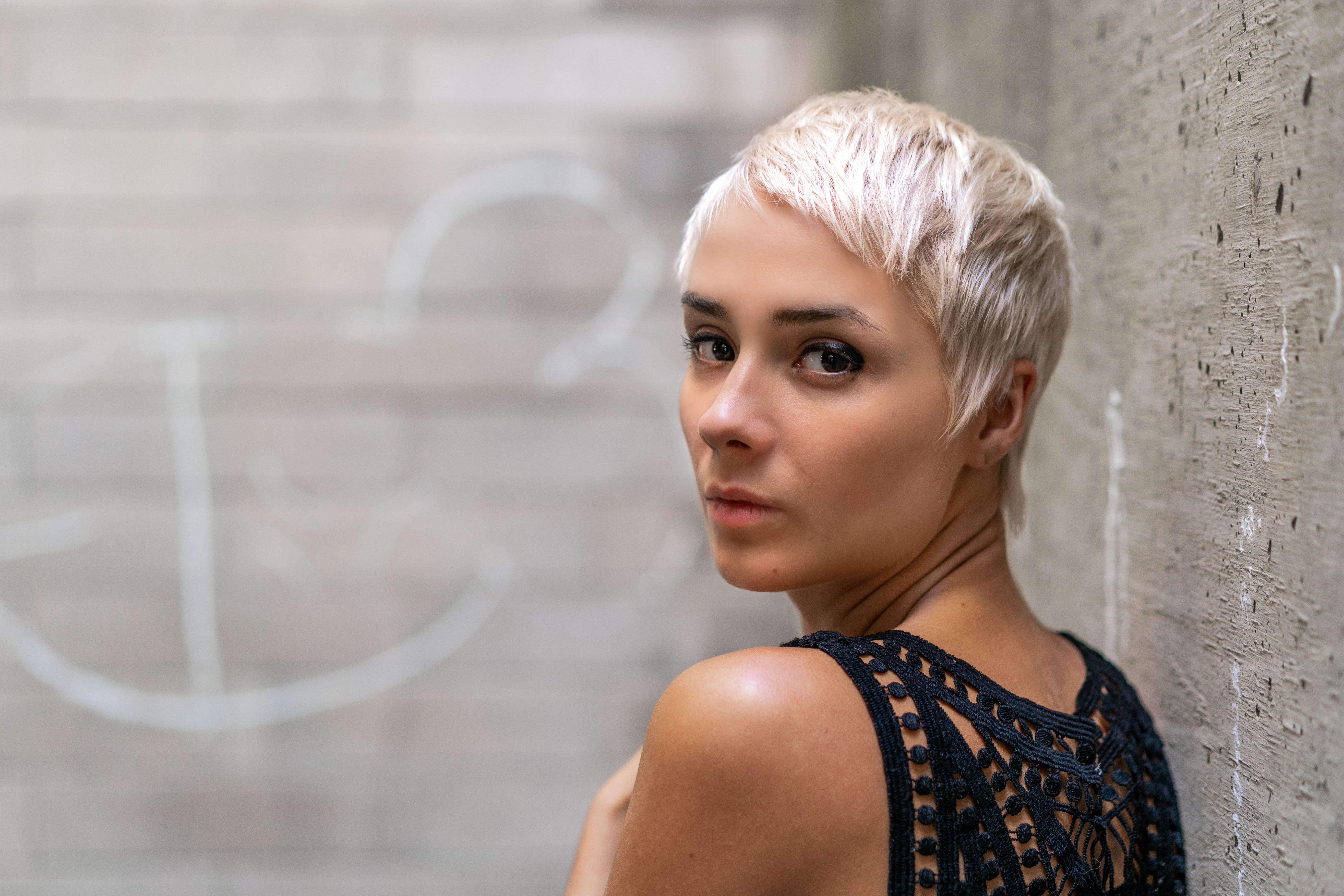 Melír+toner+foukaná - krátké vlasy - 1400 Kč