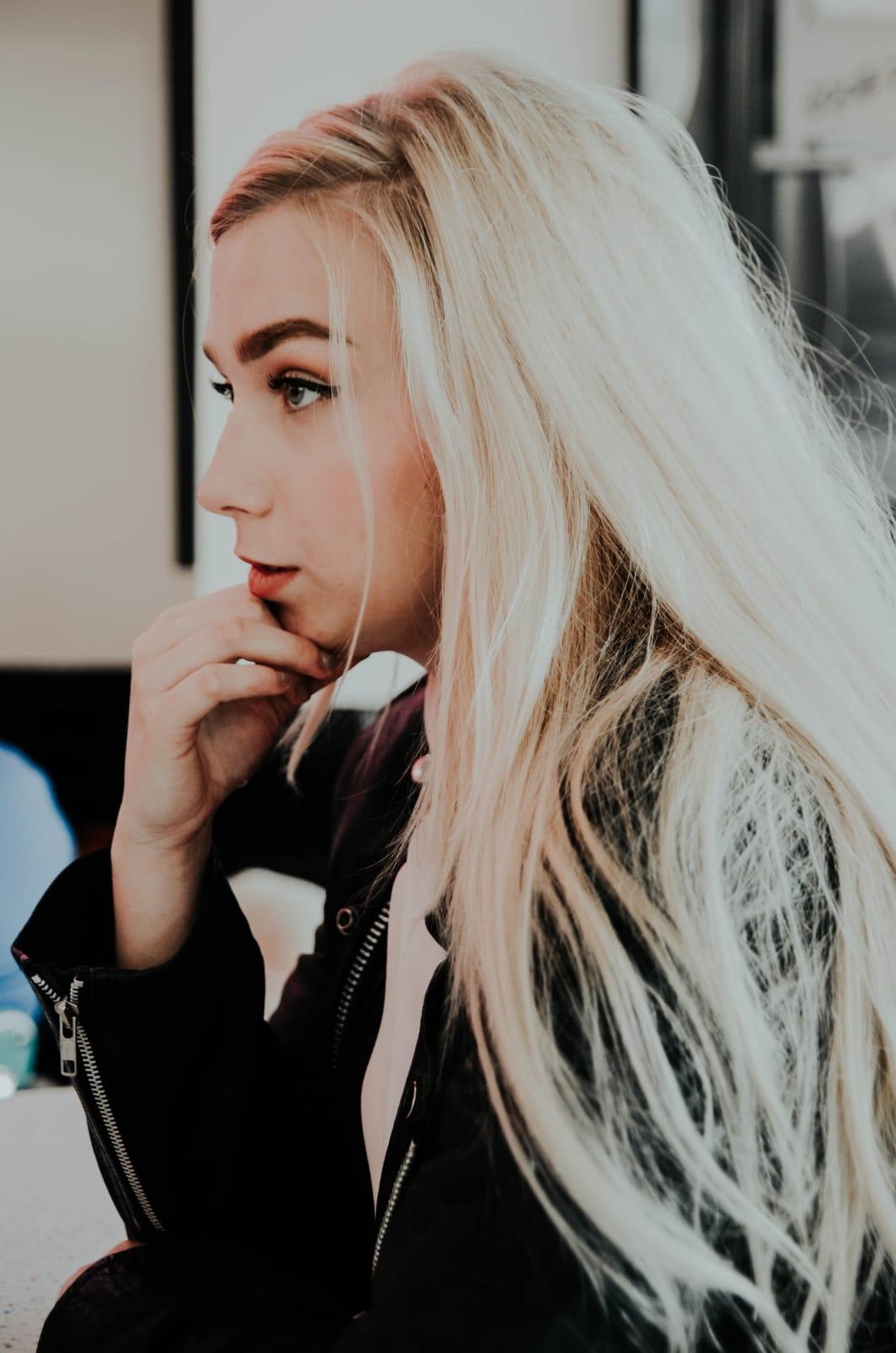 Odbarvení+toner+foukaná - dlouhé vlasy