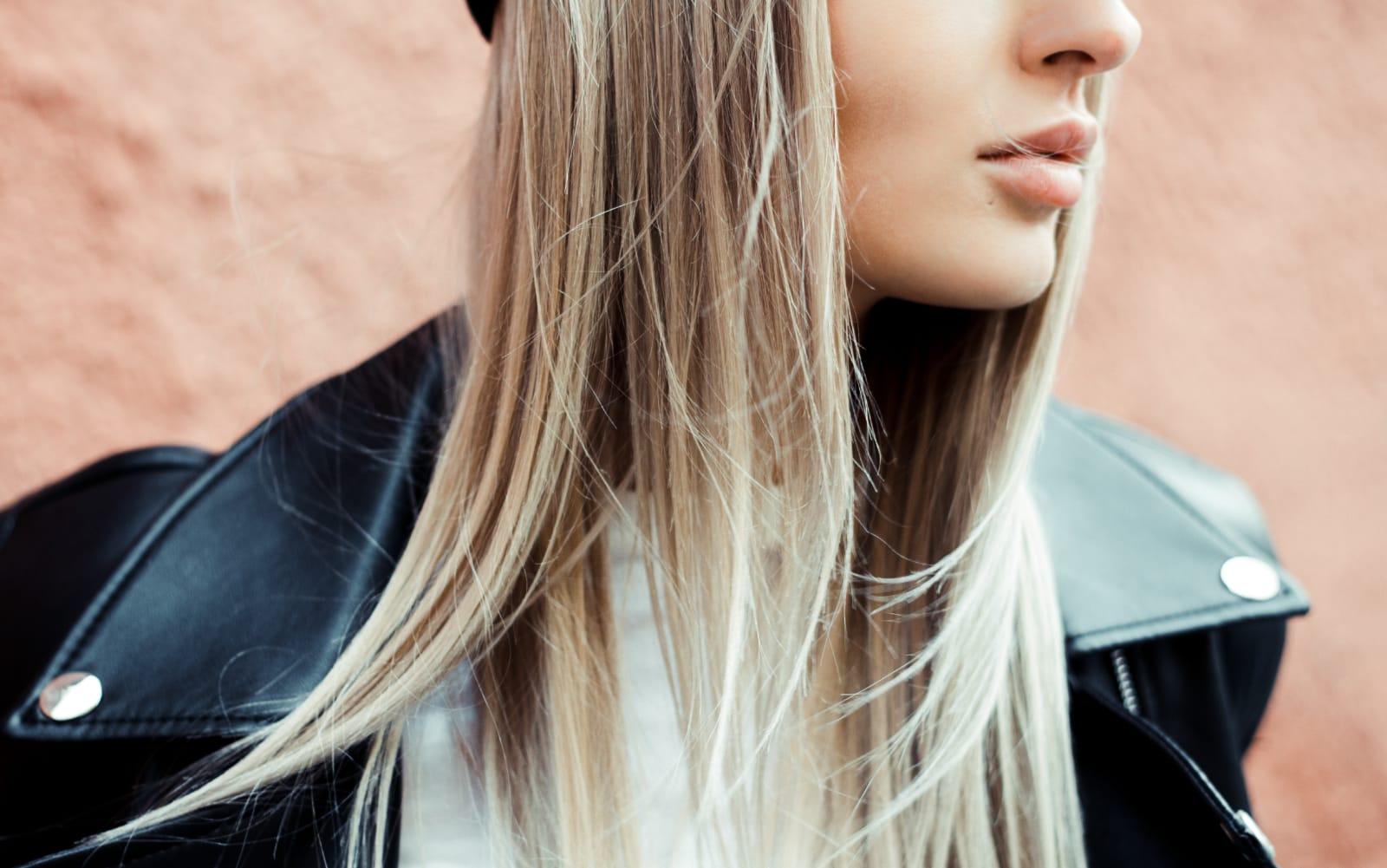 Odbarvení+toner+foukaná - polodlouhé vlasy