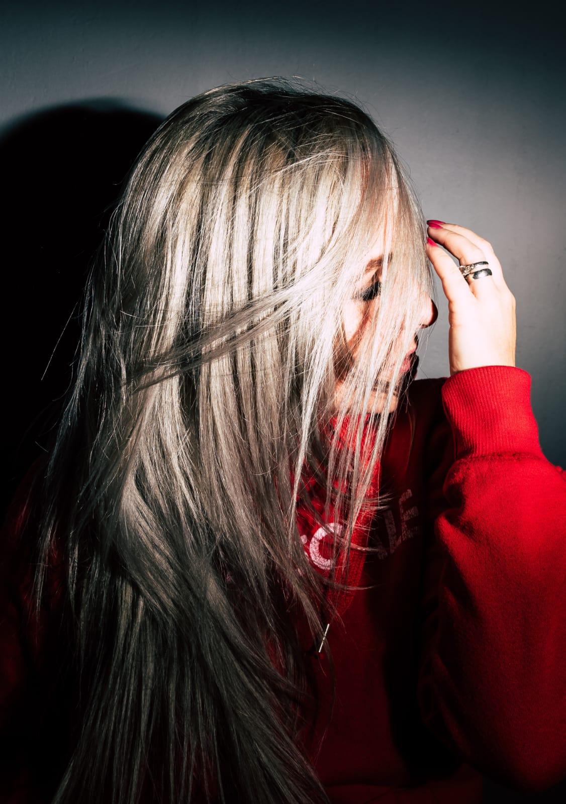 Odbarvení + toner + střih + foukaná - dlouhé vlasy