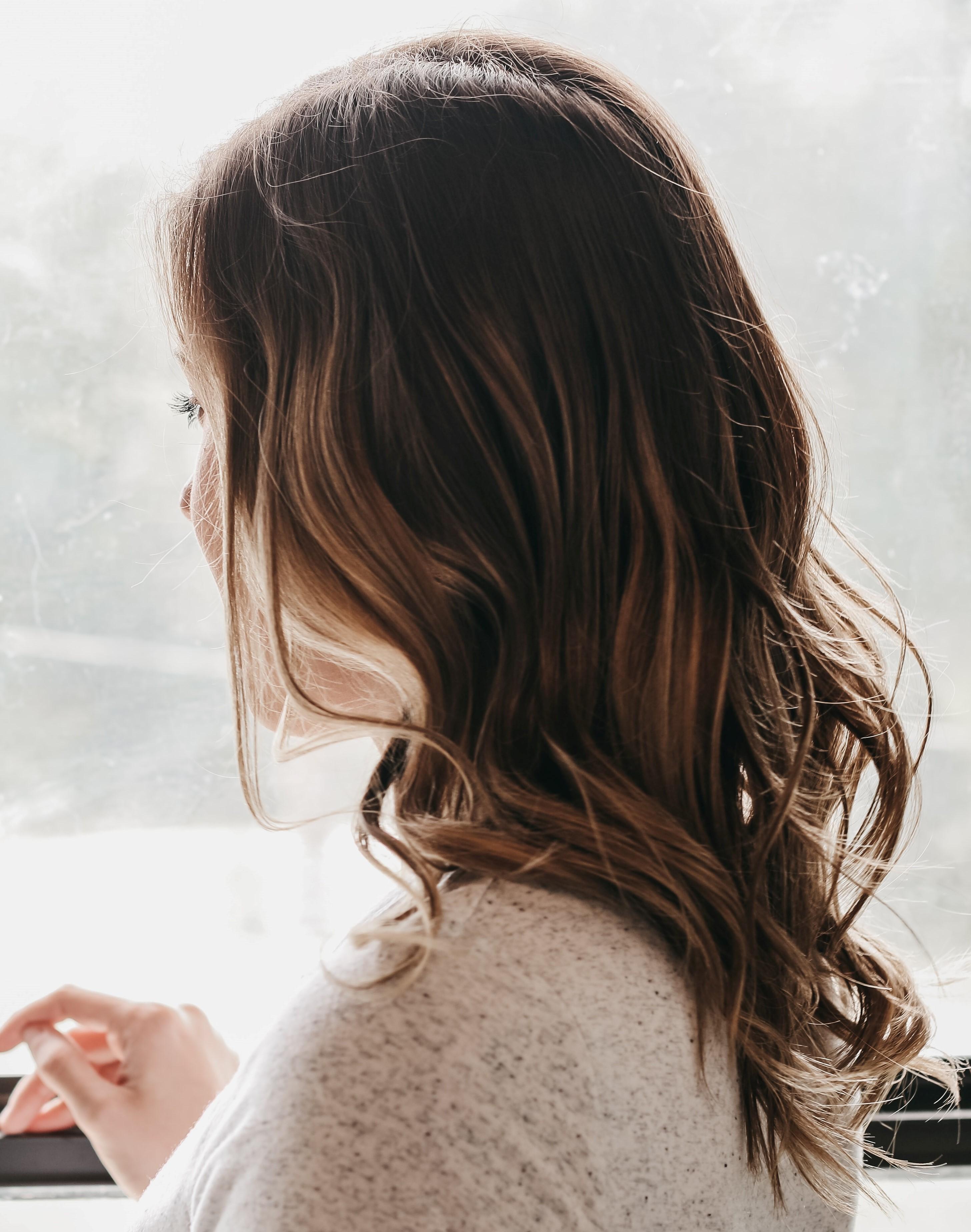 Klasická balayage - polodlouhé vlasy - 2500 Kč