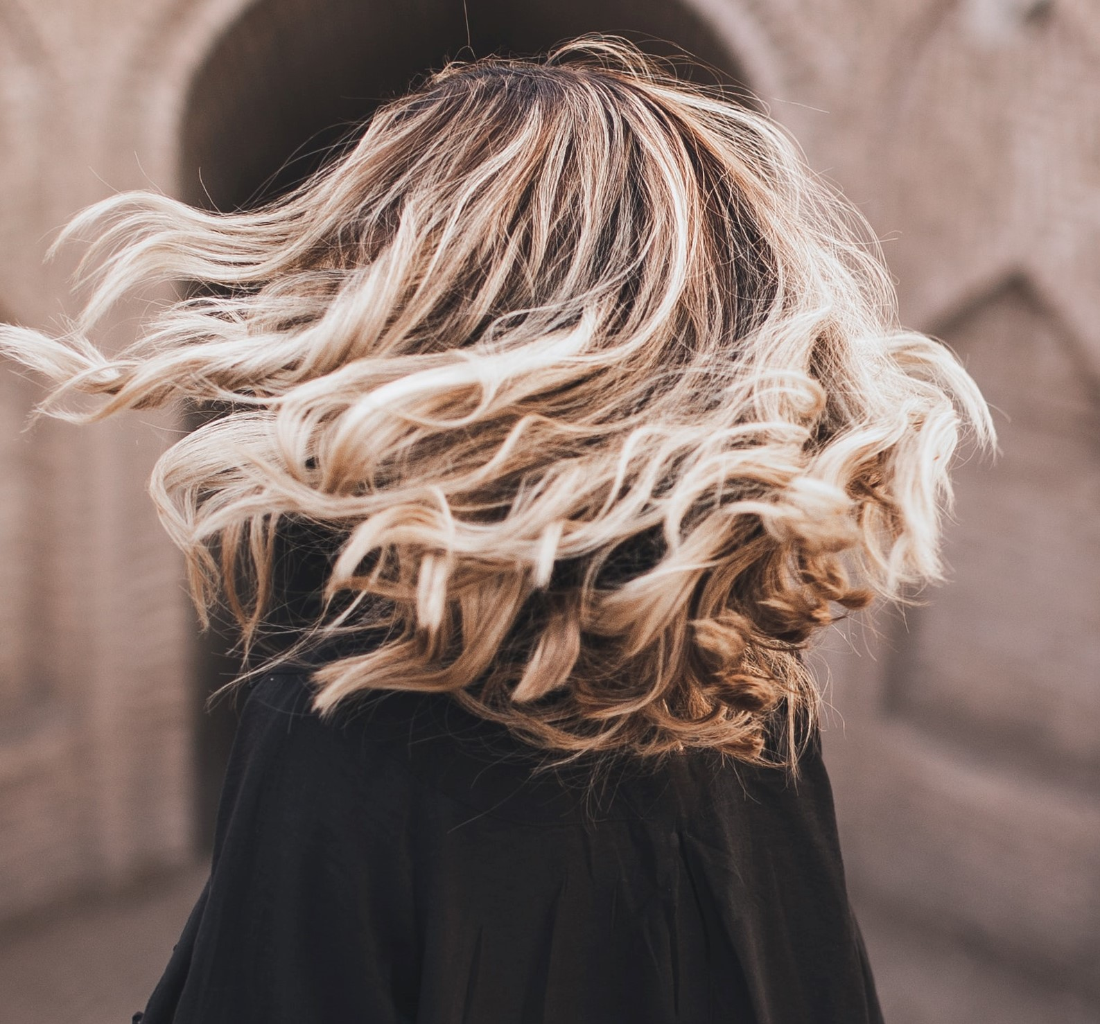 Melír + foukaná - polodlouhé vlasy - 1300 Kč