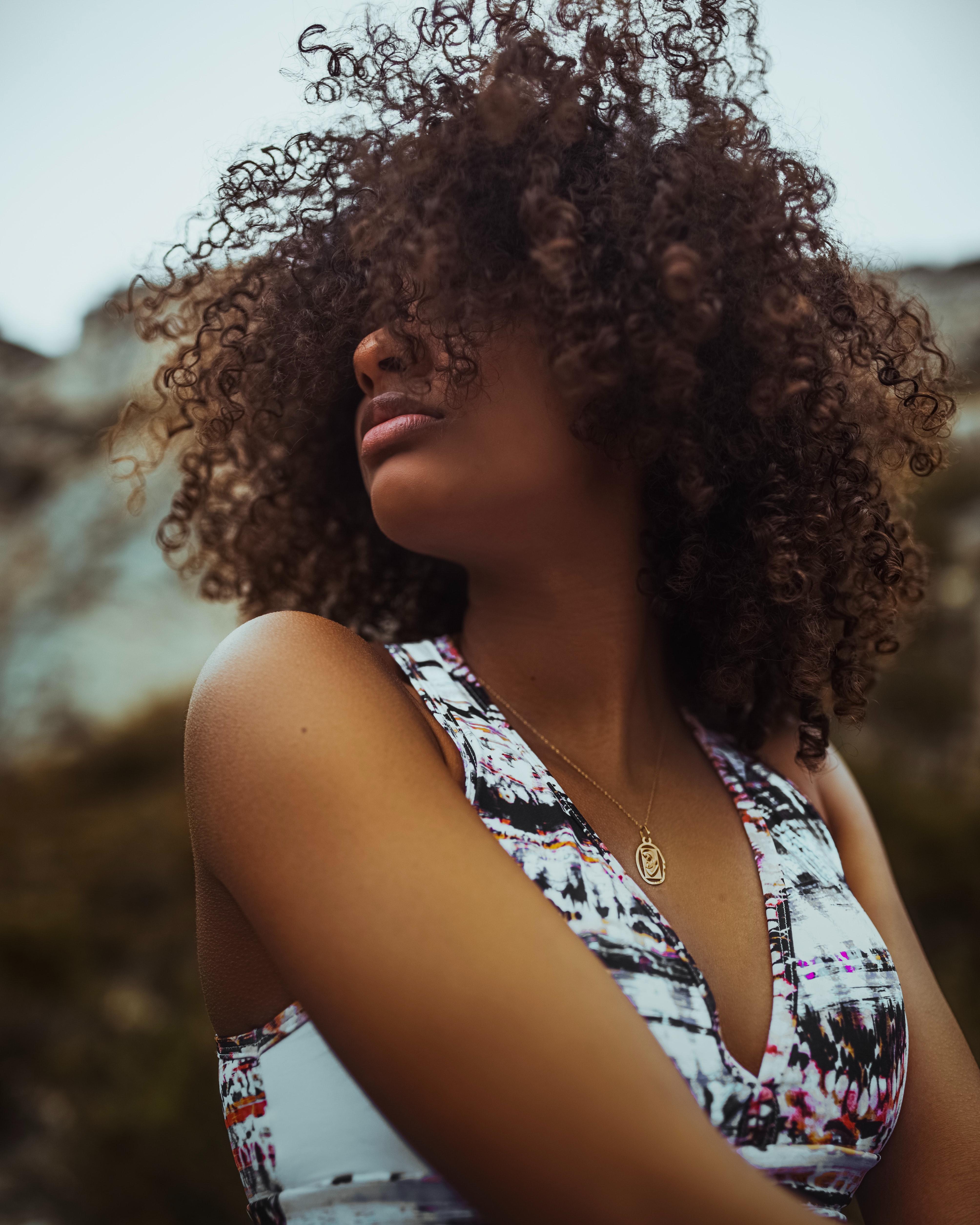 Trvalá polodlouhé vlasy - 1300 Kč